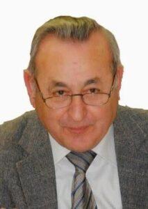 Ο συγγραφέας - συνταξιούχος εκπαιδευτικός Παύλος Πυρινός συνομιλεί με τον δημοσιογράφο Δημήτρη Καρασάββα